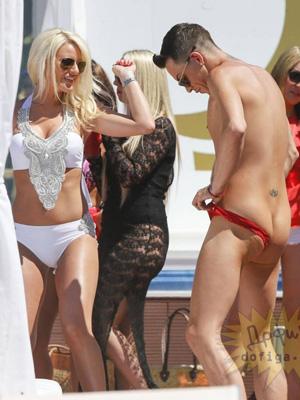 海外ではこんな性器下着が流行ってます!?